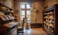 La bibliothèque et le cabinet de curiosité